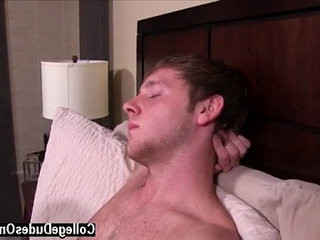 homophile fuck After a warm make out session, Trent goes right down